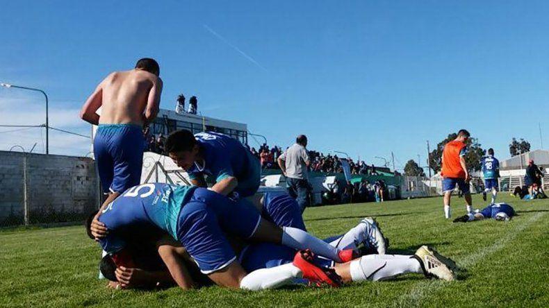 Los pibes de Chubut festejan el pase para la final en fútbol.