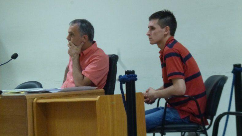 Ezequiel Arrua junto a su abogado defensor Guillermo Iglesias.