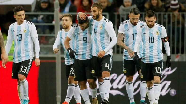 Argentina le ganó a Rusia sobre el final con gol de Agüero