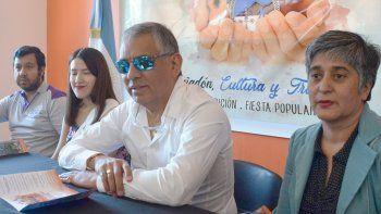 Acompañado por integrantes de su gabinete y la soberana de la localidad, Jorge Soloaga, anunció oficialmente la sexta edición del Festival Cañadón, Cultura y Tradición.