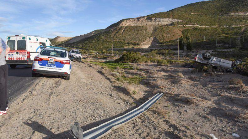 La distancia entre donde quedó el guarda rail y el lugar donde terminó volcado el vehículo.