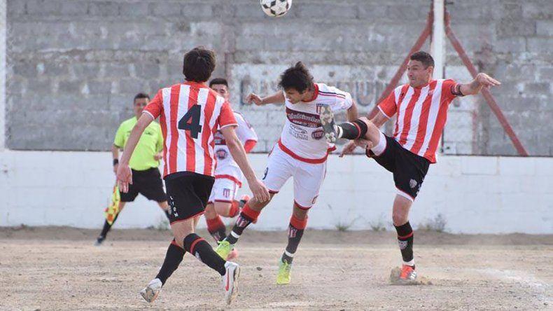 Florentino Ameghino derrotó a Deportivo Roca 1-0 como visitante y de esa manera es único líder de la zona A del torneo Zonal A.
