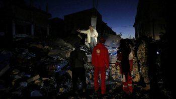 Al menos 328 muertos por un terremoto de 7