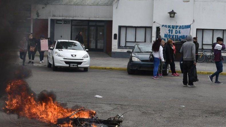 Nuevamente ayer el edificio central del municipio fue bloqueado por una protesta obrera. Esta vez los protagonistas fueron trabajadores de planes sociales.