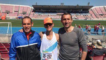 José Luis Chaile, Natalia Robledo junto a el lanzador Oscar Batalla de Necochea en el Sudamericano de Chile, donde retornaron con podios.