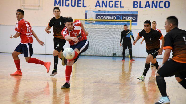 Auto Lavado El Tiburón-MyL derrotó 3-2 a Seven & Eleven por una nueva fecha del torneo Clausura de fútbol de salón.