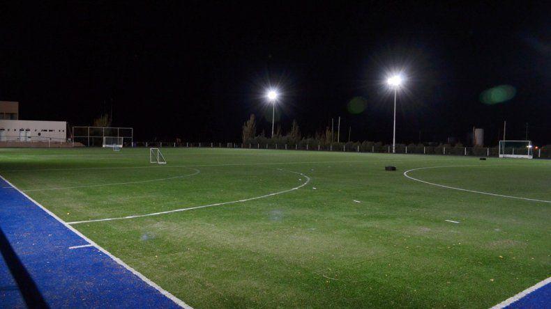 La cancha de arena de hóckey de Comodoro Rugby Club inauguró su iluminación este año.