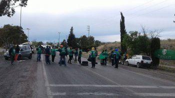 Los accesos de Trelew, Puerto Madryn, Trelew, Rawson y Sarmiento fueron bloqueados por los manifestantes.
