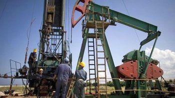 denuncian nuevos despidos de petroleros en santa cruz