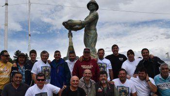 Exsoldados aeronáuticos que estuvieron destinados en Río Gallegos y que residen en diferentes ciudad del país, se reecontraron ayer en Caleta Olivia.