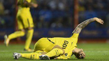 Darío Benedetto en momento de sufrir la grave lesión el domingo en La Bombonera.