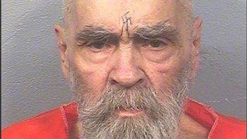 Sin haber dado jamás la más mínima señal de arrepentimiento por su aberrante salvajismo, murió el domingo a los 83 años el célebre Charles Manson.