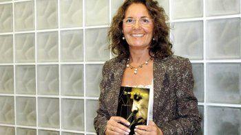 Angelina Covalschi promueve el XXII Encuentro de Escritores que se desarrollará el 7 de diciembre en la Universidad Nacional de la Patagonia Austral de Caleta Olivia.