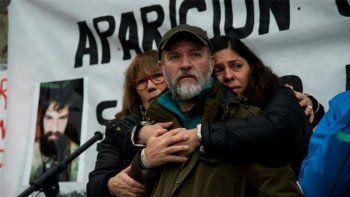 La familia de Santiago Maldonado emitió un comunicado donde le pide al presidente Mauricio Macri que evite interferencias del Gobierno en la investigación. Los resultados de la autopsia se conocerán hoy.