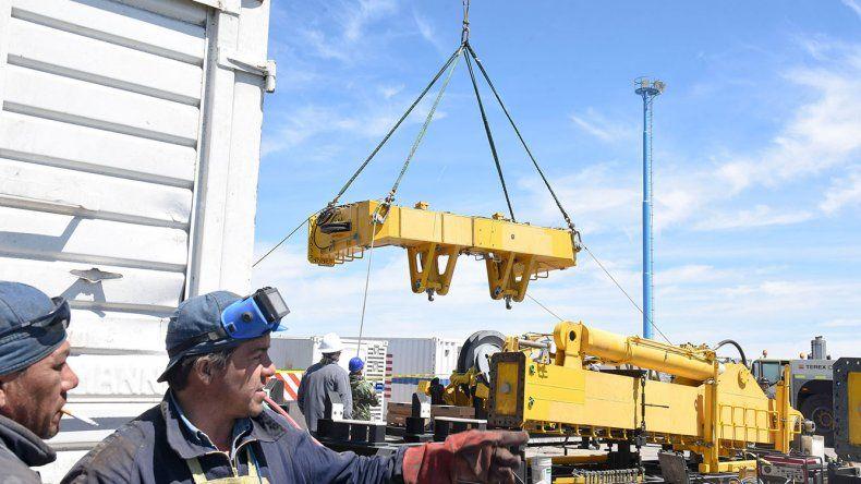 En el puerto los trabajos no se detuvieron submarino desaparecido - Trabajo en el puerto ...