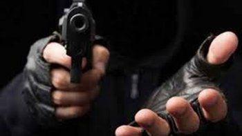 armados robaron una casa donde estaba una madre y su hijo