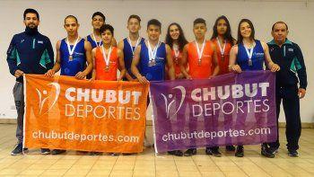 El grupo de luchadores de la provincia de Chubut que se destacó en el club Ferro, en Buenos Aires.