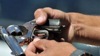 Un revólver similar a este le fue incautado al hombre que se quedó sin poder ver el recital.