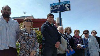El municipio impuso ayer los nombres de Doctor Emilio Michaud y Enfermero Aniceto López a dos calles que tenían números y códigos de identificación.
