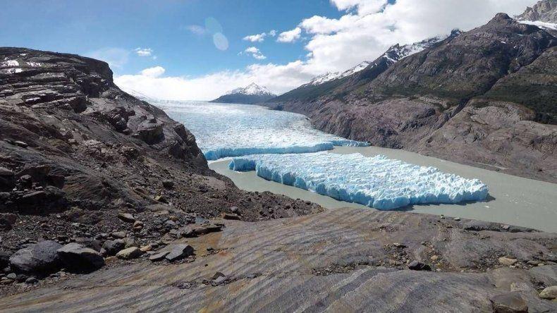Impresionante fractura del glaciar Grey en Torres del Paine