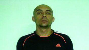 Darío Terk, tiene 27 tatuajes en su cuerpo, mide 1,78 de estatura y es delgado.