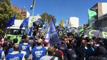 Multitudinaria movilización en rechazo a las reformas del Gobierno nacional