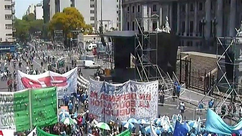 Sindicatos y organizaciones sociales marcharon al Congreso