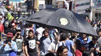 Diez mil personas rechazaron en Comodoro las reformas que impulsa el presidente Macri