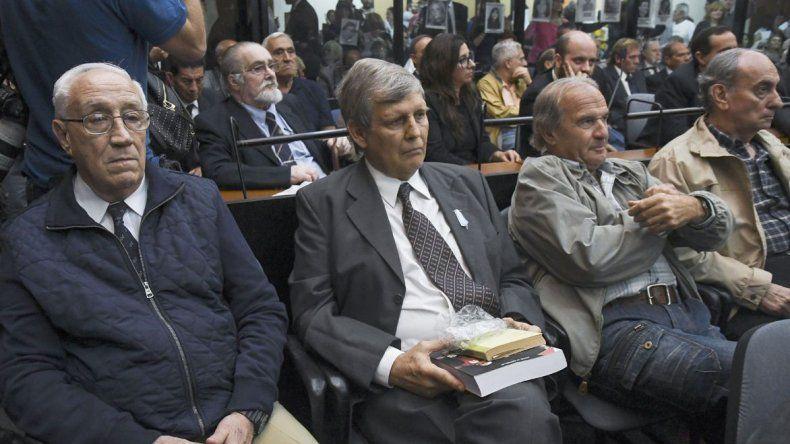 Condenaron a prisión perpetua a Astiz y al Tigre Acosta