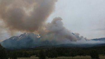 corcovado: refuerzan acciones para controlar incendio