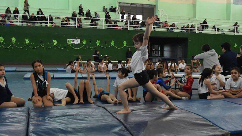 La gimnasia artística y deportiva municipal cierra con una velada en el Complejo Huergo.