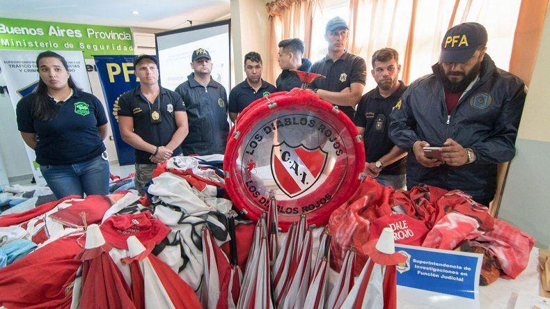 Efectivos de la Policía Federal en la Jefatura departamental de Lanús durante la conferencia de prensa de La ministra de Seguridad de la Nación