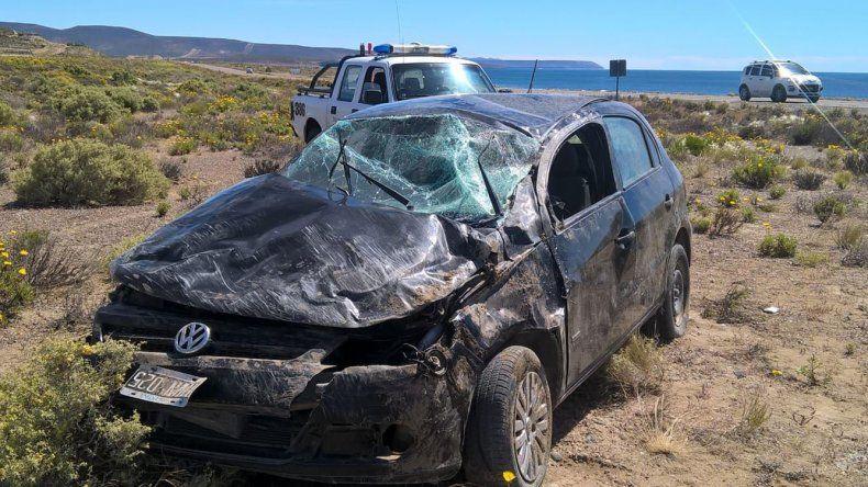 El fatal vuelco del VW Gol en el que viajaba un matrimonio con un bebé se produjo en los últimos minutos del miércoles en un tramo de recta