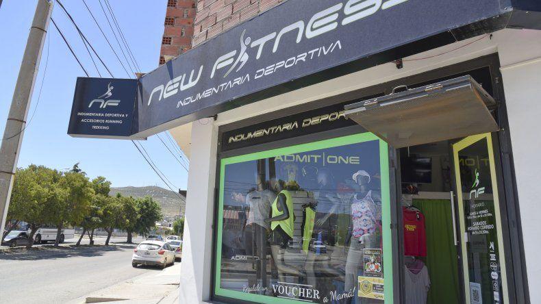 La tienda que fue blanco de los delincuentes a primera hora de la mañana de ayer.