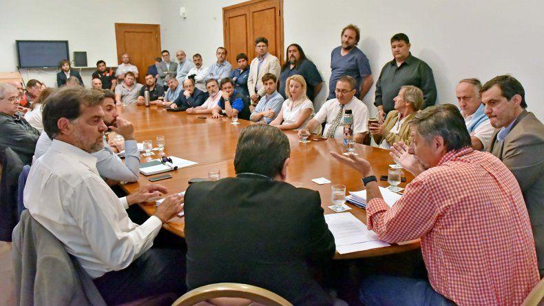 Provincia y el sector pesquero acordaron defender los recursos pesqueros de Chubut