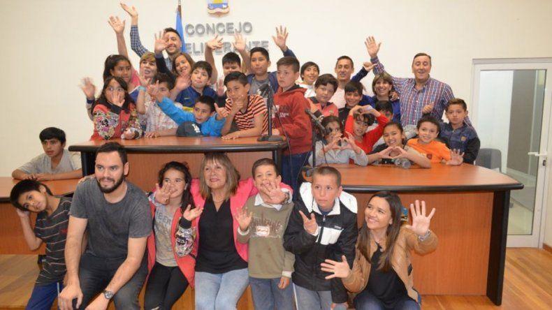 Chicos del CPB del Stella Maris ayer visitaron el Concejo Deliberante.