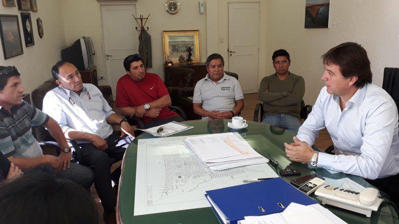El encuentro entre Luis Juncos y la nueva comisión directiva del gremio de trabajadores municipales.