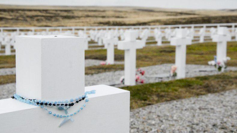 88 soldados NN fueron identificados por la Cruz Roja Internacional en el marco de las tareas realizadas en 121 tumbas del Cementerio de Darwin.