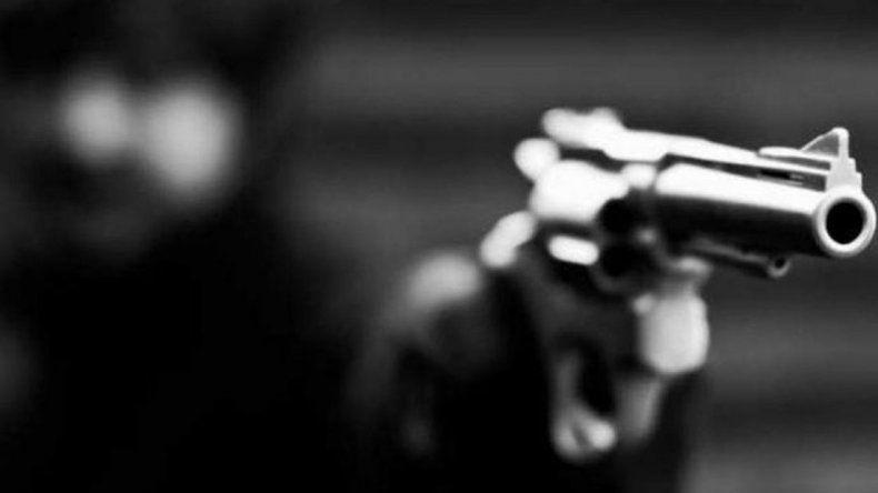 Disparos, persecución y detención en el Máximo Abásolo