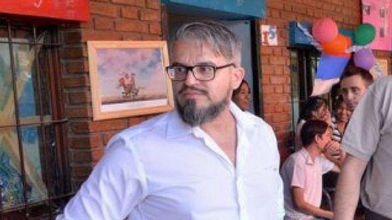Director hallado con alumnas en una cabaña argumenta que no hay delito
