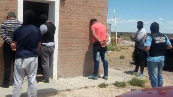 Los hombres que fueron interceptados en Ruta 3 entre Puerto Madryn y Arroyo Verde llevaban los 13 kilos de cocaína detrás del asiento de una Volkswagen Amarok.