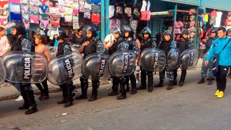 La Salada: más de 2.000 policías allanan 500 puestos por ropa trucha