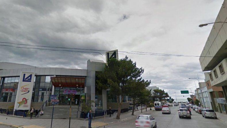 Embarazada intentó robar ropa en un supermercado céntrico