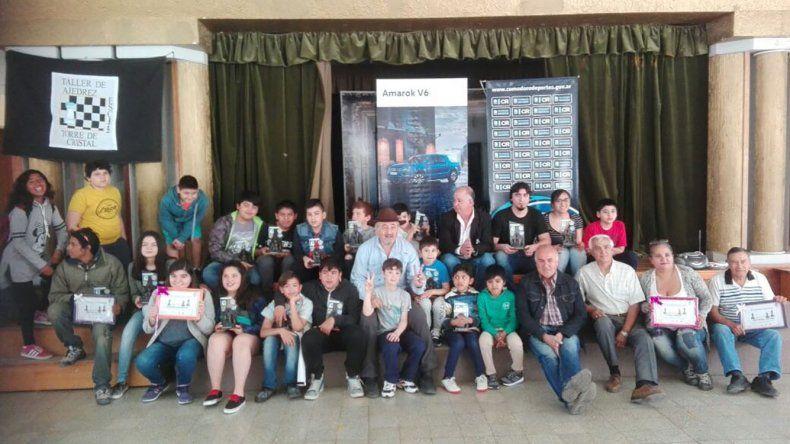 Parte de la familia del ajedrez de Comodoro Rivadavia en el cierre de temporada.