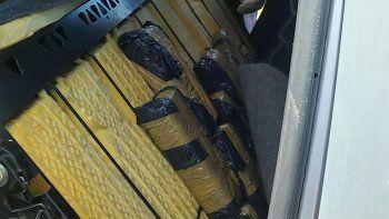 La droga encontrada en la parte posterior del asiento trasero de una VW Amarok.
