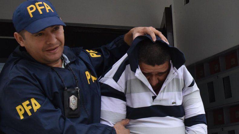 Uno de los detenidos por la Policía Federal por narcomenudeo en la zona norte de Santa Cruz.