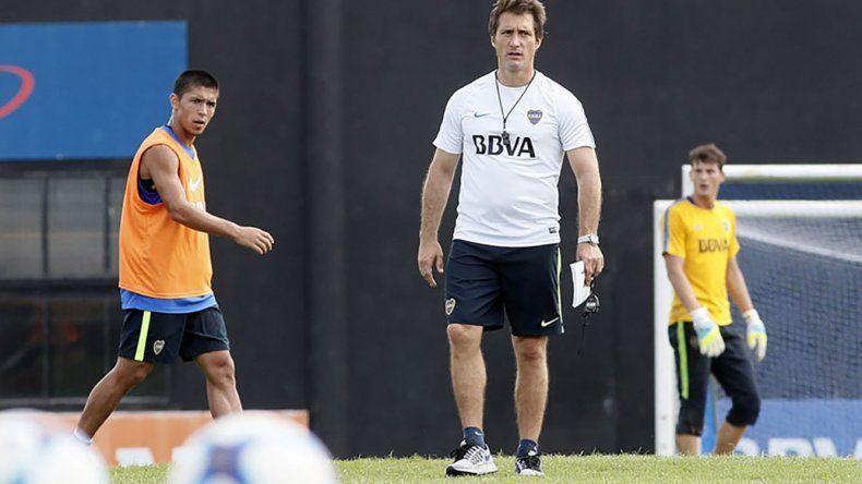 Guillermo tiene problemas para defender la punta ante Estudiantes.