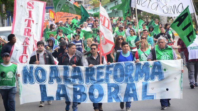 Contundente no a las reformas de Macri