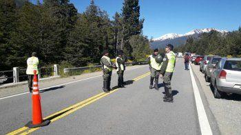 gendarmeria corto la ruta 40 por una inspeccion en villa mascardi