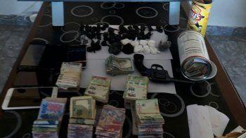 La Brigada de la Policía Federal de Comodoro Rivadavia incautó drogas, dinero y armas.